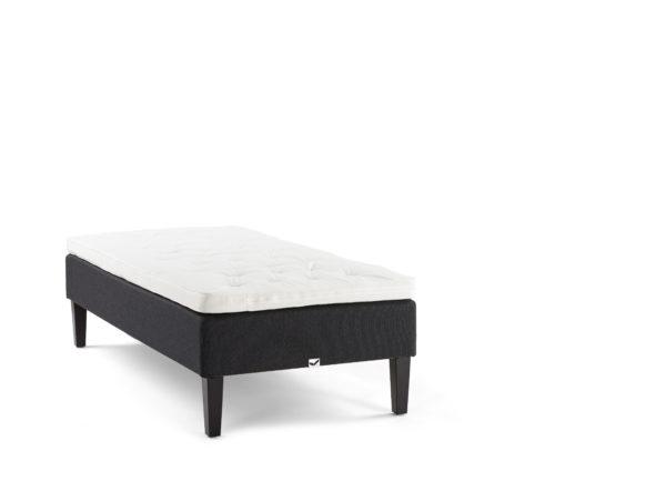 Bekväm svensktillverkad säng från Viking Beds of Sweden. Denna säng heter Balder och finns som medium och fast.