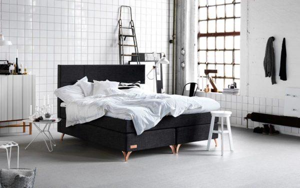 Kontinentalsängen eller continentalsängen Härmanö från Carpe Diem. Denna säng finns med flera olika bäddmadrasser.