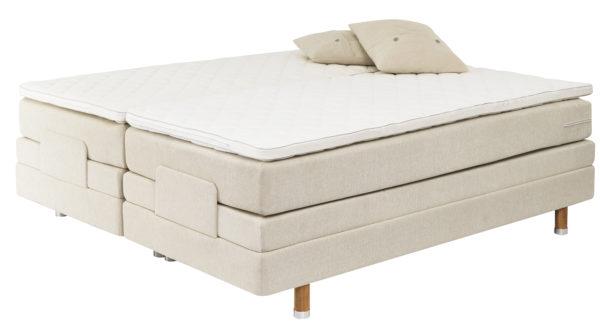 Sängen Saltö från Carpe diem är en justerbar säng. I denna ställbara säng kan du sova bekvämt.