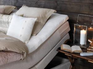 Den justerbara ställbara sängen Saltö från Carpe diem