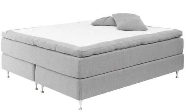 Följsam kontinentalsäng / continentalsäng från Carpe Diem. Sängen heter Sandö och finns som mjuk, medium och fast.