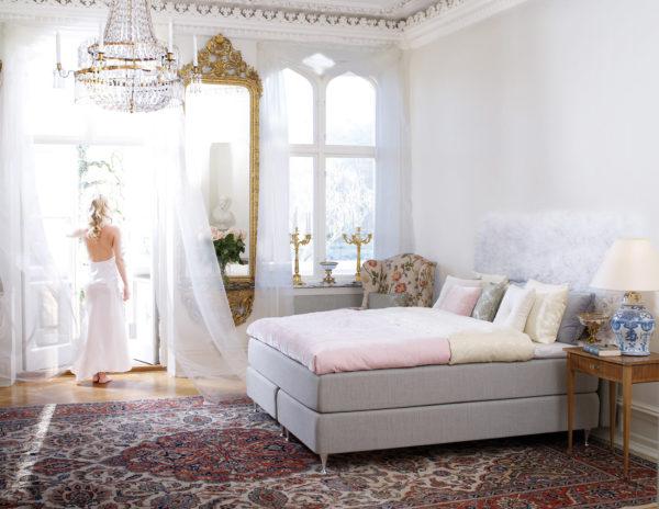 Sandö är en kontinentalsäng från Carpe diem. Sängen är följsam och svensktillverkad.