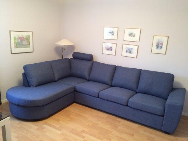 En byggbar soffa som hete Helene. Soffan kan byggas som du önskar. Med eller utan divan och öppet avslut. Välj mellan flera olika armstöd.