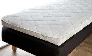 Smart madrasskydd i bomull från Värnamo sängkläder. Håller smutsen borta från Bäddmadrassen.