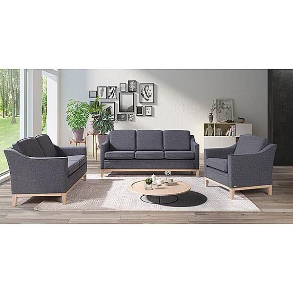 Fin soffa som går att bygga. Till Angelica kan du välja med eller utan kappa eller trälist. Du kan även välja mellan tre olika armstöd.