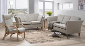 Fin soffa som går att bygga. Till Angelica kan du välja med ller utan kappa eller trälist. Du kan även välja mellan fem olika armstöd.