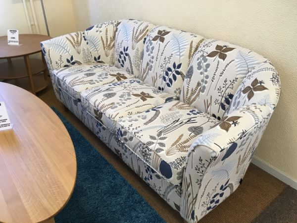 Fin soffa från Ermatiko vid namn Sara. Soffan går att köpa med tillhörande clubfåtölj. Finns i både skinn och tyg.