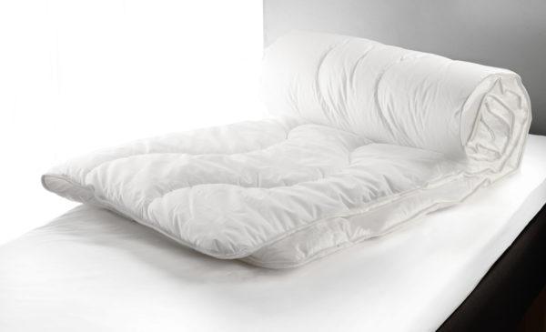 Svensktillverkat täcke vid namn Mosippa från Värnamo sängkläder. Detta sköna täcke finns som svalt, medium och varmt. Täcket kallas även hotelltäcket.
