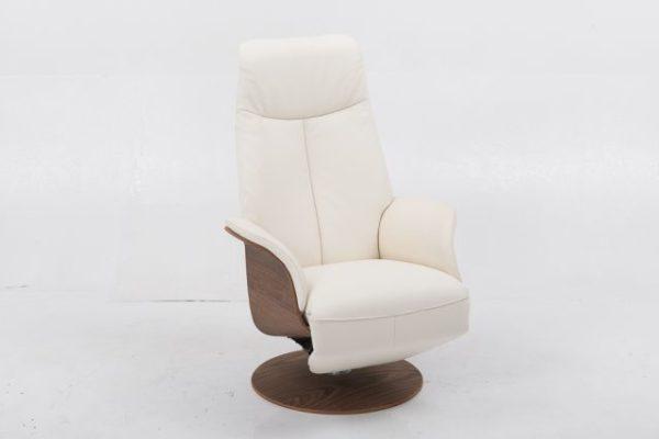 En fin och bekväm reclinerfåtölj som finns i både tyg och skinn. Denna modell finns som både elektrisk och manuell.