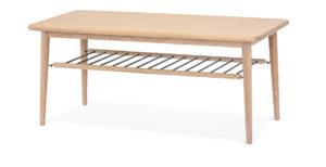 Ett bord i vitoljad ek med hylla av pinnar. Detta snygga bord finns även som sängbord.