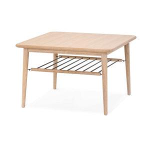 Ett fint soffbord som även finns som sängbord. Detta soffbord är i vitoljad ek och finns med tidningshylla.