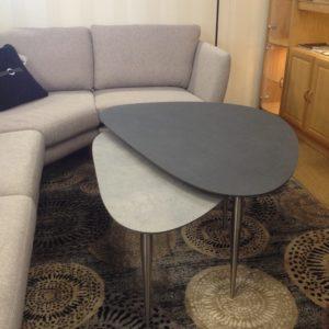 Ett fint satsbord som passar bra som soffbord. Detta bord har skiva i laminat som ser ut som sten.