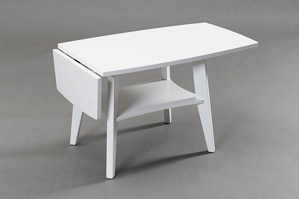 Ett soffbord med klaff. Soffbordet heter Birdie och kommer från Bordbirger. Välj mellan färgerna björk, ek, svartbetsad ek, vitlackad ek, valnöt och vitpigmenterad ek.