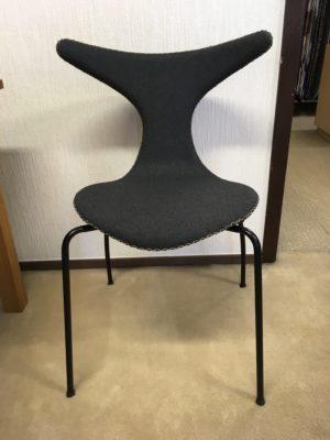 Välj vilket material denna byggbara stol ska vara i.