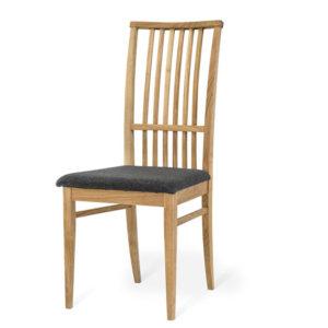 En stol från Torkelsons ur serien ekhaga. Stolen hör till en matgrupp med samma namn.