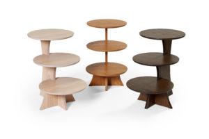 Etapp 60 är ett bord från Bordbirger. Detta fåtöljbord har tre olika plan i tre olika höjder. Välj mellan färgerna ek, rökt ek, svartbetsad ek, vitlack och vitpigmenterad ek.