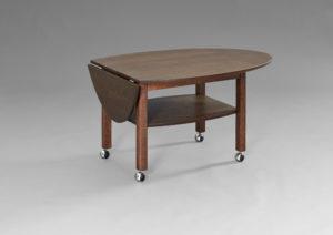 Ett snyggt soffbord från Bordbirger. Bordet har klaffar och tidningshylla. Det har även hjul. Havanna finns i flera olika färger. Här i rökt ek.