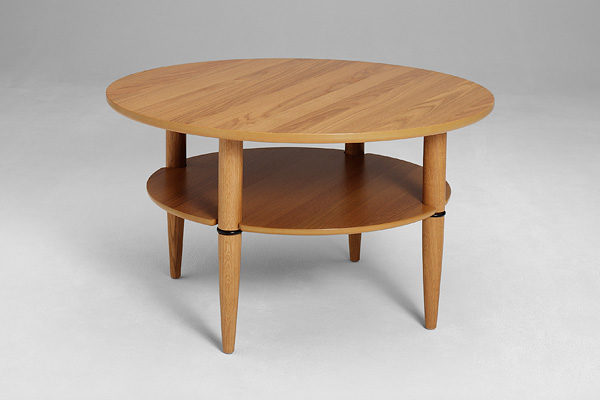 Ett svensktillverkat soffbord från bordbirger. Detta soffbord finns som runt soffbord, satsbord och ovalt soffbord.