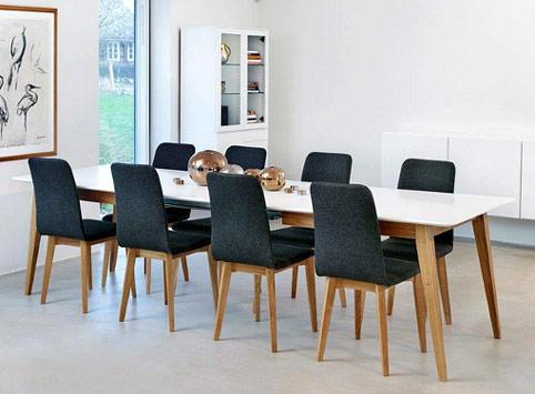 En matgrupp från Torkelsons vid namn Mood. Matgruppen bestå ar bord och stolar.