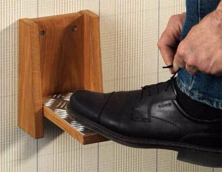 Ett fint fotstöd vid namn Oscar som tillverkas av Westroths. Underlättar när du ska knyta skorna.
