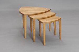 Satsbord i ek från Bordbirger. Bordet heter Tripoli och finns i Ek, Svartbetsad ek, Vitlackad eller Valnöt.