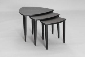 Tripoli ett satsbord med tre olika stora bord från Bordbirger. Bordet finns i Ek, Svartbetsad ek, Vitlack eller Valnöt.