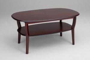 Ett fint soffbord med rundade kanter och tidningshyll. Soffbordet heter Wien och är tillverkat av Bordbirger. Bordet finns i mahogny.