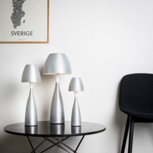 Anemon en lampa från Belid som finns i flera olika färger. På bilden är det en bordslampa.