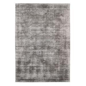 En matta som är handvävd av viskos. Finns i färgerna silver, brons, blå, beige, grön och lila. Finns i storlekarna 140x200, 160x230, 200x290 cm.
