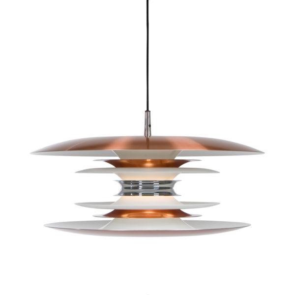 En snygg taklampa som även finns som fönsterlampa. Lampan finns i olika färger och storlekar. Denna lampa går även att få som golvlampa, vägglampa och bordslampa. Lampan är från Belid.