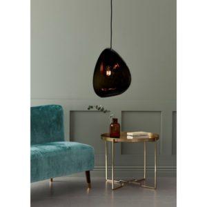 En riktigt snygg och annorlunda taklampa som ser ut som en droppe. Lampan finns i färgerna blankvit, mattglas och rökfärgat glas.