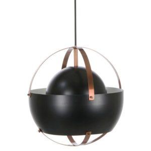 En snygg lampa som finns i svart/koppar och vit. Lampan är inspirerad av vikingar och då vikinghjälmar. Denna lampa är svensktillverkad av Belid.