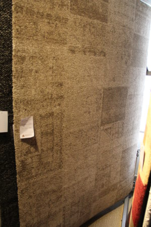 Snygg ljusbrun matta från Strehög. Passar bra i vardagsrum.
