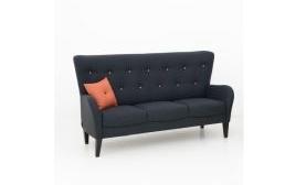 En bekväm soffa med hög rygg. Finns även en fåtölj ur samma serie.
