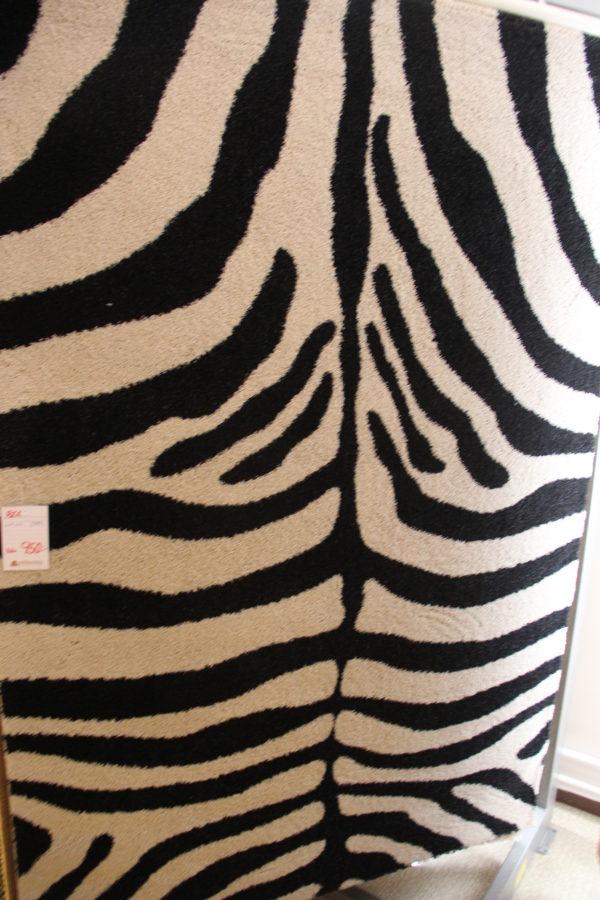 Snygg zebramönstrad matta som just nu är på rea. Ett bra erbjudande.