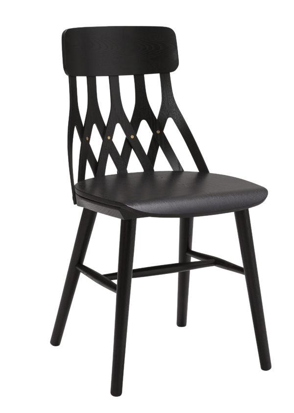 Serie Y5 från Hans K. Finns även som barstol och karmstol. En fin matgrupp.