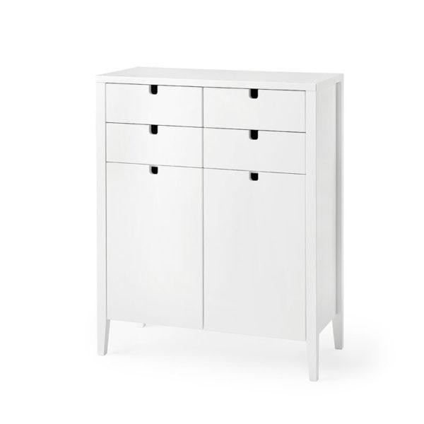 Klinte är en bufé som har både dörrar och lådor. Finns endast i vitlack.