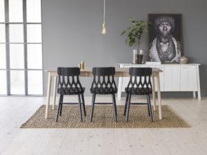 Matgruppen y5 från Hans k. Här med bord och stolar.