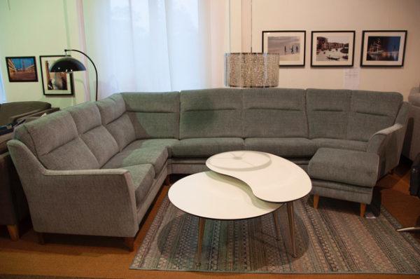 En fin byggbar soffa med många olika delar. Välj själv delar så att den passar ditt hem. Soffan Casino är från Above.