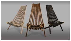 En fin trädgårdsstol i trä som binds samman med ett snöre. Stolen finns i flera färger.