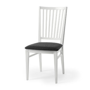 En stol vid namn Särö som passar bra till matbordet. Denna stol är vitlackad med sits i tyg. Du kan välja mellan flera olika sitsar och även få stommen i ek. Stolen är från Torkelsons.