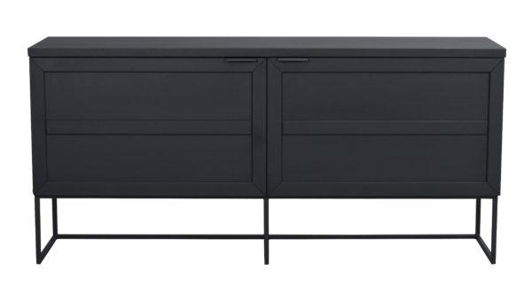 Sideboard vid namn Everett. Detta sideboard finns i vitpigmenterad ek och svartlackad ek. I samma serie finns även matbord samt vitrinskåp.