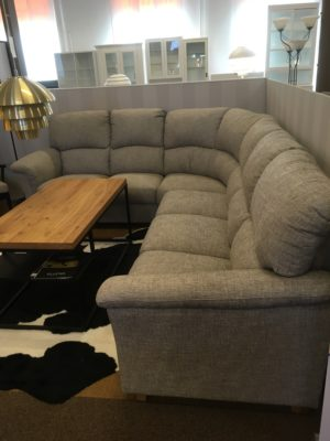 Bra rabatt på denna rea soffa. Soffan är en hörnsoffa från Hjort knudsen vid namn aveny.