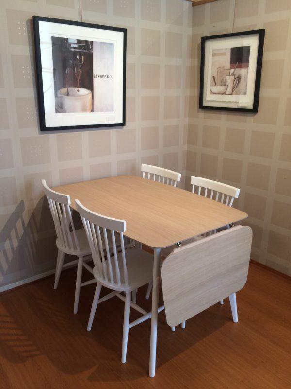 Stella matbord från Torkelson är ett bord med klaff. Du kan även få bordet som runt.