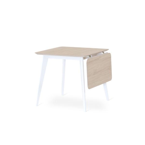 Klaffbordet Stella från Torkelsons. Detta matbord har en klaff. Bordets skiva är i vitoljad ek och underredet i vitlack. Finns i storlekarna 80x80, 125x25 och runt 110 cm.