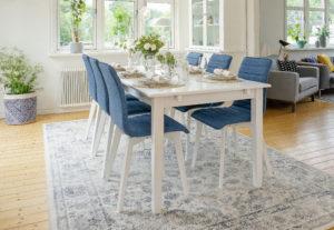 Ett bord från Rowico vid namn Wittskär. Detta matbord blir max 270 cm. Bordet går även att få som klaffbord och ovalt bord.