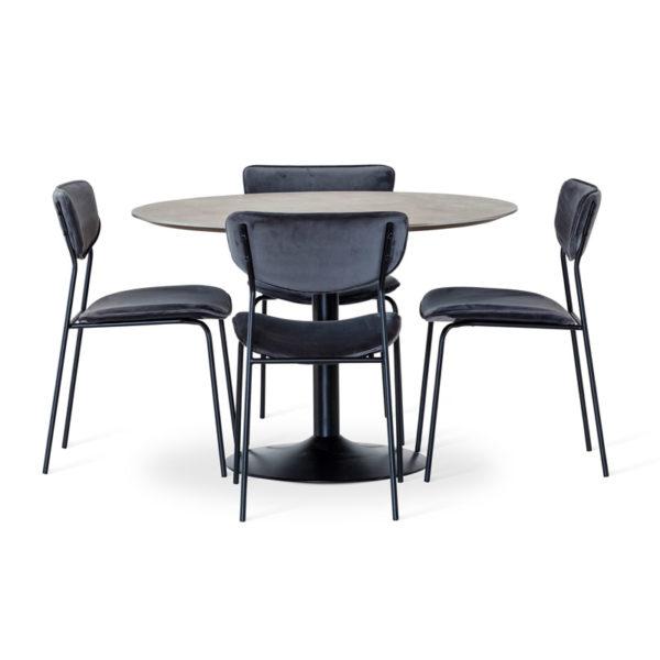 Miles matbord från Torkelson med Milo stol. Detta bord är runt och finns i betonglaminat och svart. Fot i svart metall. Storlek Ø 80 eller Ø 110 cm.