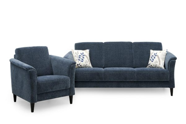 Fika är en byggbar soffa från Above. Kan byggas så den passar ditt vardagsrum. Finns i skinn och tyg.