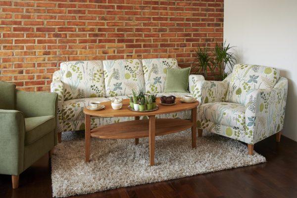 Byggbar soffa där du kan välja mellan olika moduler. Soffan heter Fika och är från Above. Finns i skinn och tyg.