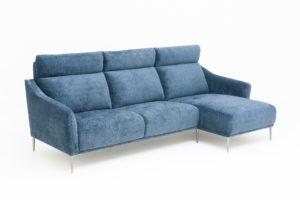 Byggbar soffa med divan. Nord är en soffa med hög rygg. Välj mellan olika bredder på sitsarna. Finns som 2 sits soffa, 3 sits soffa och fåtölj.